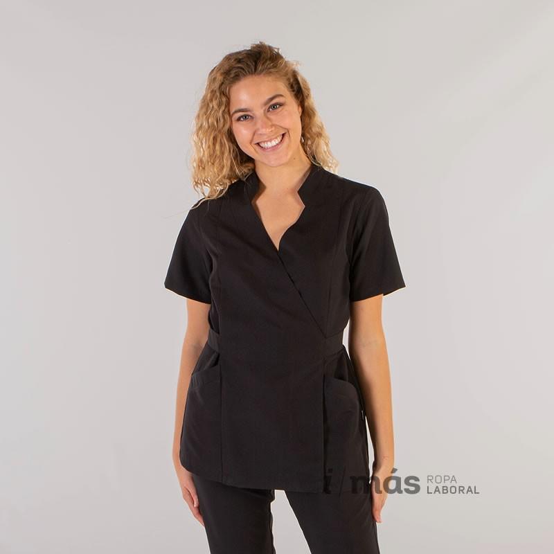 Blusa sanitaria modelo Amaya para mujer de microfibra cruzada con lazos para ajustar en negro