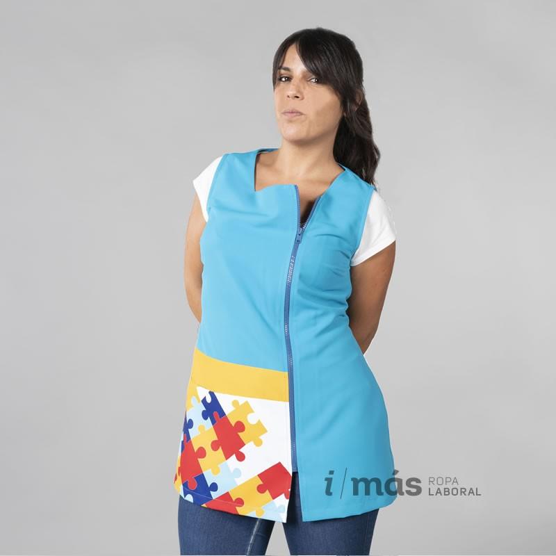 Blusa de maestra estampada con piezas de puzle símbolo del autismo