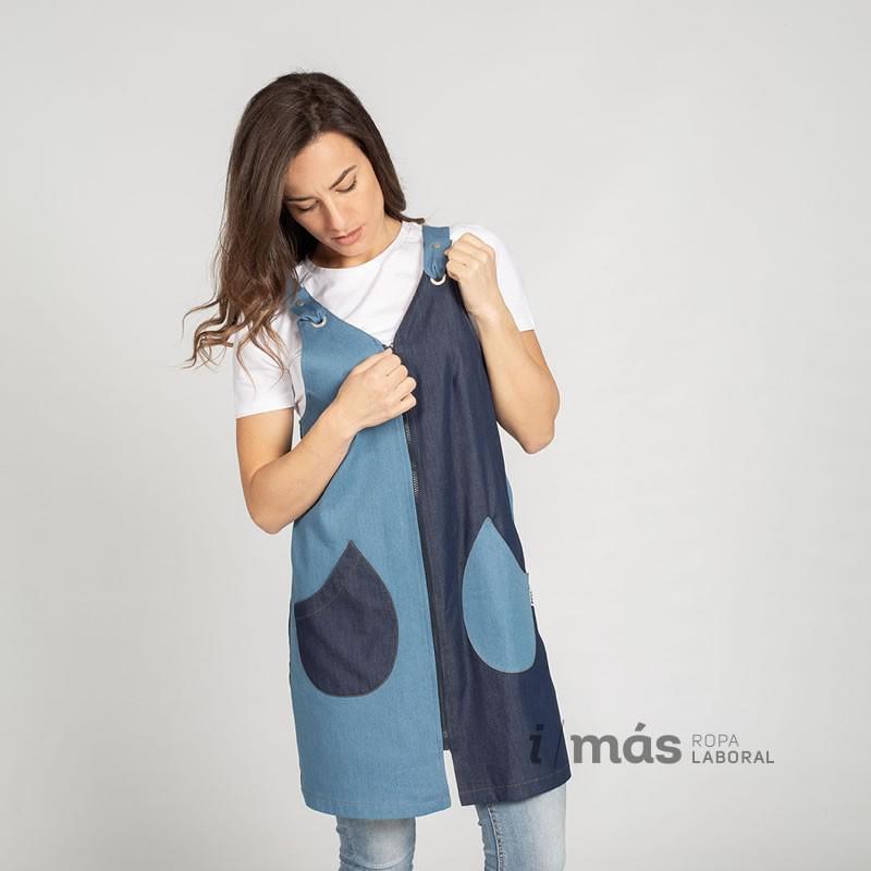 Blusa de maestra que combina dos colores de tejido tejano. con cierre mediante cremallera